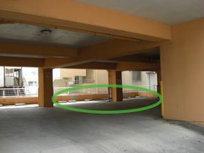 当院の駐車場は右奥四台になります。